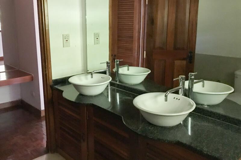 Lake View Cottage Bathroom
