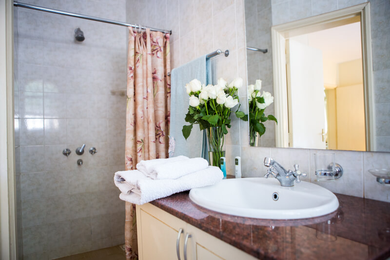 Garden Cottage Bathroom - Furnished Apartments in Nairobi