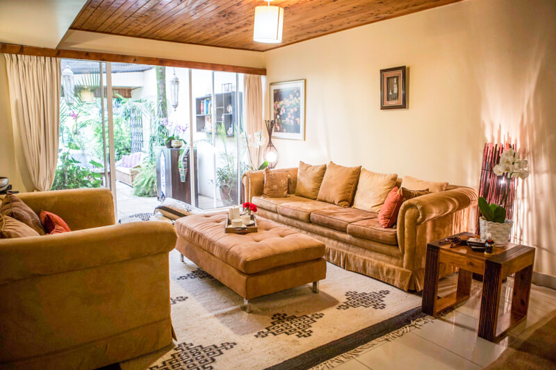 State House Courtyards Living Room - Furnished Apartments in Nairobi